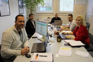 FOTO: Tým produktivity při práci. Zleva Ondřej Beran, Jiří Švec, Jiří Kyranda, Tomáš Gereš a Markéta Suchá Hurdesová