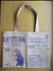 Taška z obalů od rýže. Autor: Pavlína Trajtělová, Letohrad